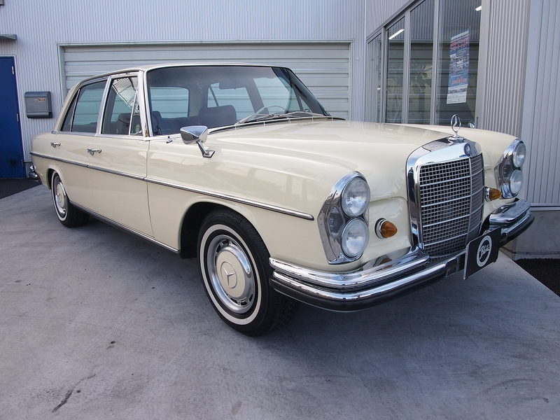 Mercedes Benz300SEL 2.8のサムネイル