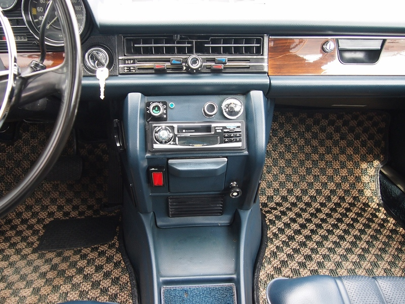 Mercedes Benz 280のサムネイル