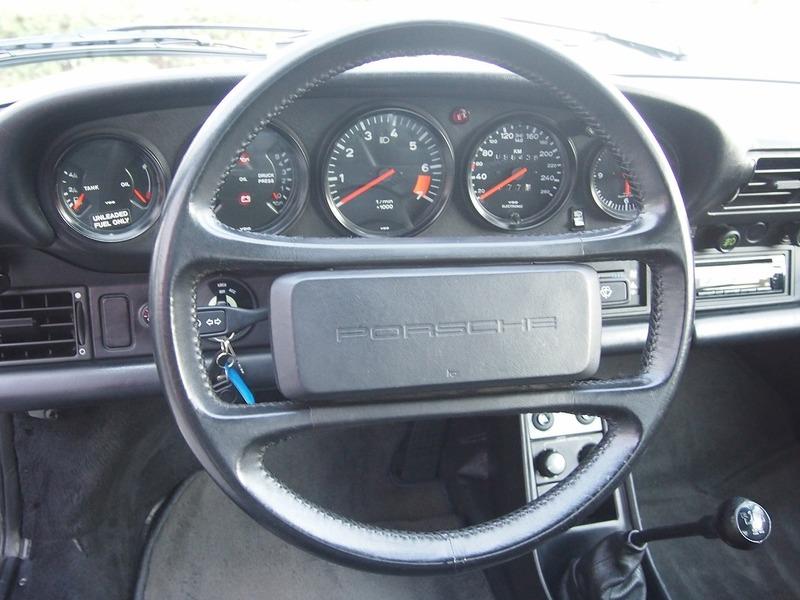 PORSCHE 911 CARRERAのサムネイル