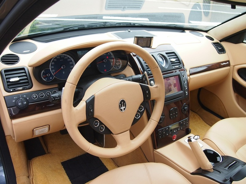 MASERATI Quattroporteのサムネイル