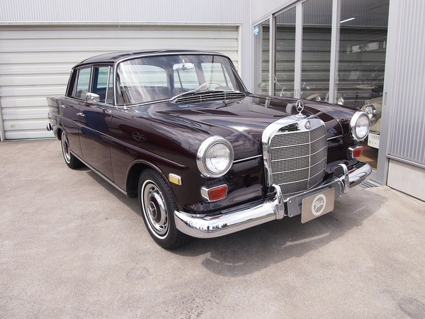 M.Benz 230 (W110)